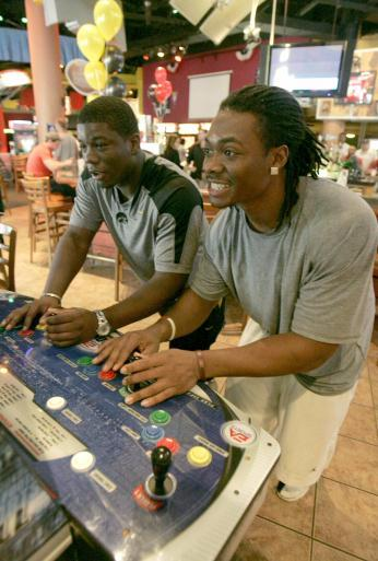 Iowa's Jeff Brinson (left) plays South Carolina's Stoney Woodson in Madden Football during an outing at Gameworks in Ybor City on Monday, Dec. 29, 2008, in Tampa, Fla. (Jim Slosiarek/The Gazette)